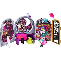 Ever After High Way Too Wonderland and Raven Queen Playset